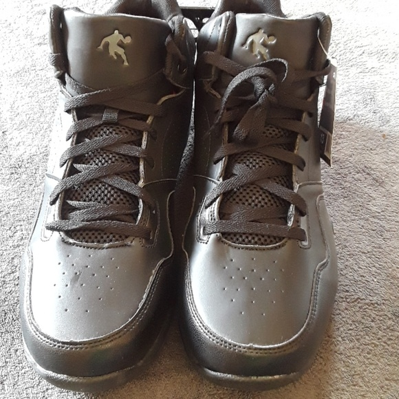 ebc1758b1804 Nwt And1 black capital basketball sneakers